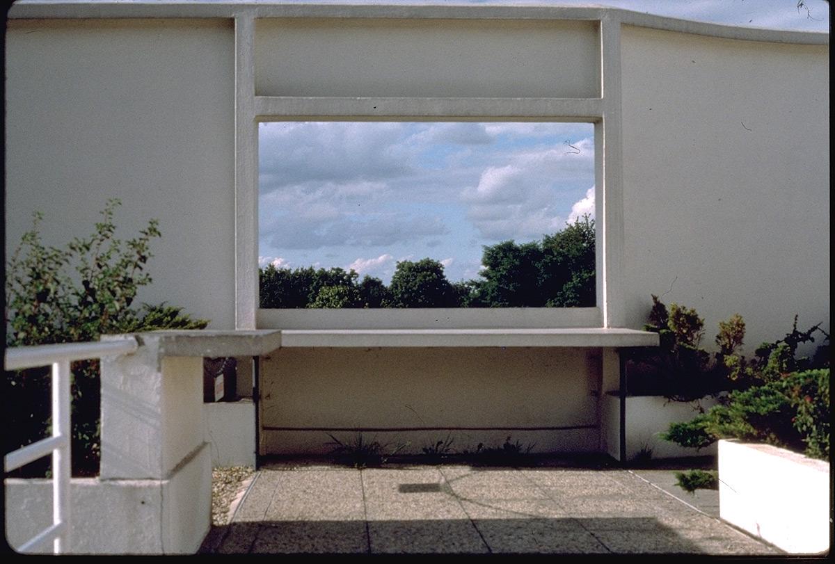 Id 1341 Src Le Corbusier Villa Savoye Interior Entry